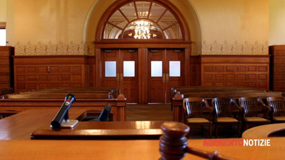 Testate, stalking e minacce all'ex marito dopo la separazione, donna rinviata a giudizio col nuovo compagno
