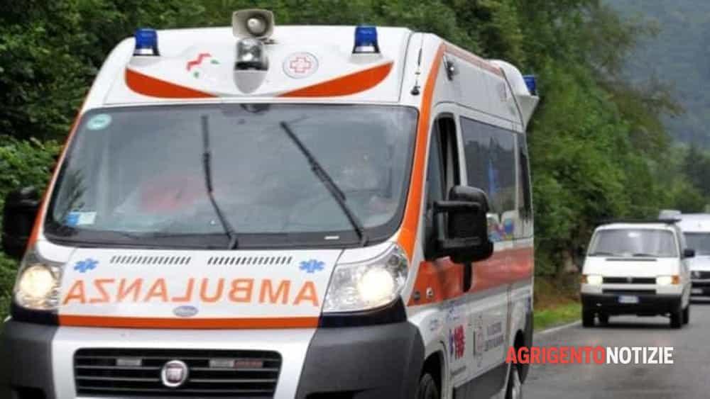 Incidente sulla statale 123, scontro tra auto e moto: centauro ferito