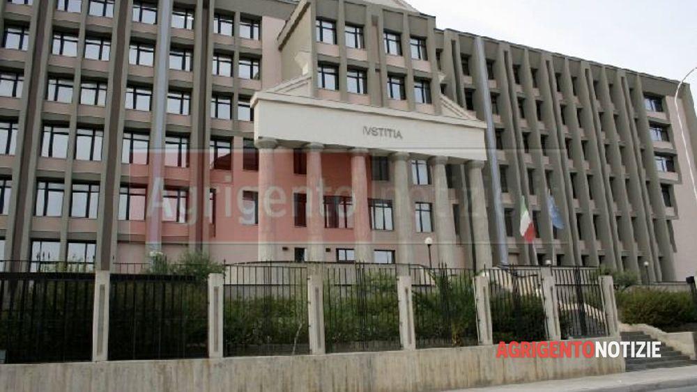 Novantenne derubato dalla badante condannata una coppia for Dove ha sede il parlamento