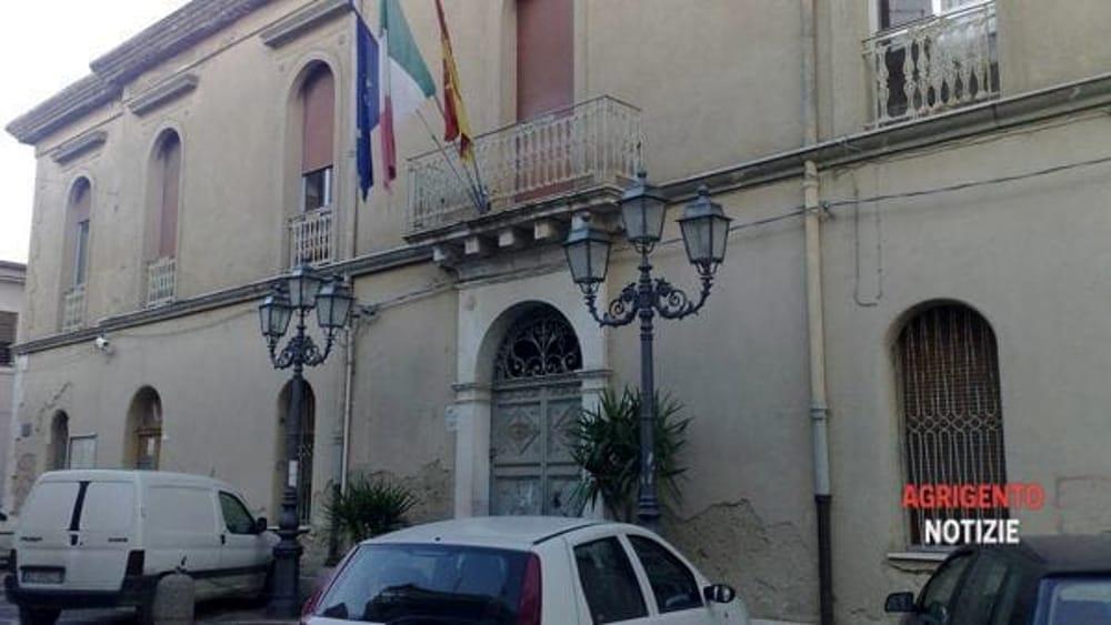 Ufficio Lavoro Ancona Orari : Comune di como licenziata impiegata dell ufficio anagrafe ha