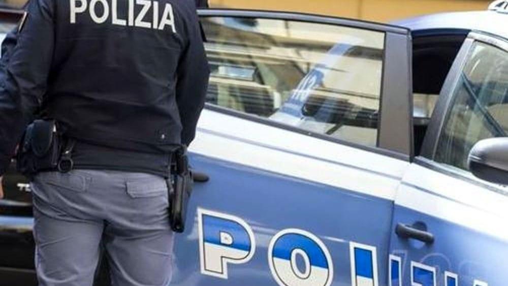 'Calci, pugni e coltellate a due immigrati': uno è in fin di vita, arrestati 4 ragazzini